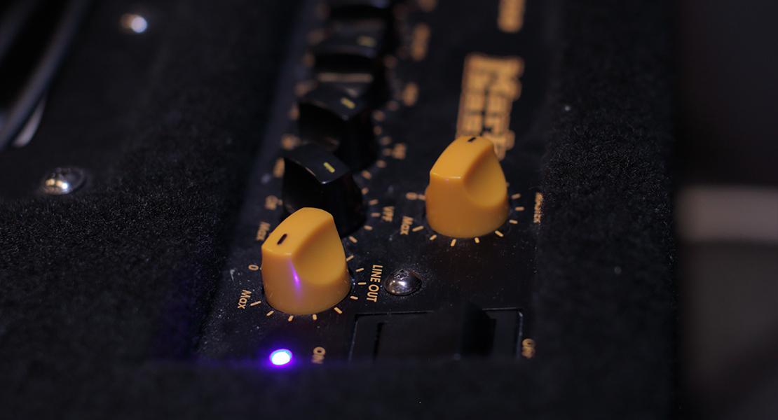 Rattar på ett mixerbord