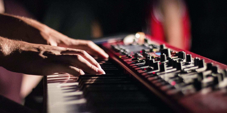 Spela i band – Bilda Svealand