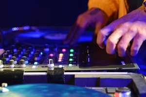 Essence of HipHop- café